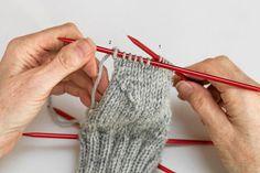 Sockskola del 2: Lär dig sticka hälen | Land Fingerless Gloves, Arm Warmers, Knitting, Threading, Fingerless Mitts, Tricot, Breien, Stricken, Weaving