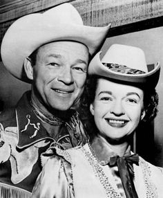 Dale Evans with Roy Rogers Old Western Movies, Dale Evans, Roy Rogers, Old Tv, Black White Photos, American History, Movie Stars, Famous People, Hollywood