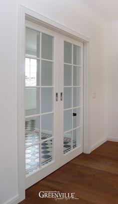 Doppelte Schiebetüren bringen Licht im Eingang und sehen super aus…