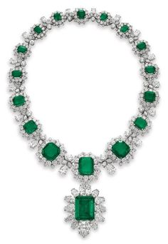 Elizabeth Taylor's emerald and diamond necklace by Bulgari, which she wore to a masked ball in Venice in 1967   archdigest.com
