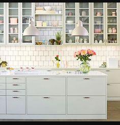 I brist på utkastet på ritningarna så kikar jag på kök. Lindblomsgrönt kök. Tröttnar man? #ballingslövkök #lindblomsgrönt #Bygganytt #Lösvirke #pintrestinspired #byggahus #köksinspo #köksinspo