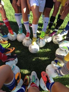 Improve Your Soccer Game With These Helpful Tips! As popular as the sport is, it's not surprising that so many people want to know more about the game of soccer. It is important to understand the game befo Soccer Poses, Soccer Drills, Soccer Coaching, Play Soccer, Soccer Training, Soccer Players, Girls Soccer Cleats, Soccer Stuff, Race Training