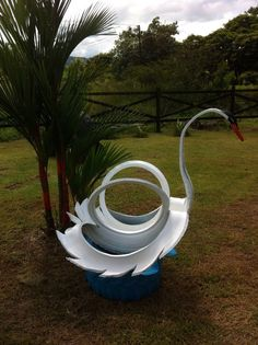here is our elegant swan! visit our page at  https://www.facebook.com/reciclamosyembellecemos