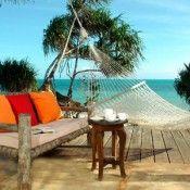 www.i-escape.com  Leuke website om toffe hotelletjes op te speuren. Sneller en overzichtelijker dan Tripadvisor.