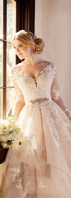 Marvelous Tulle V-neck Neckline A-line Wedding Dresses With Lace Appliques