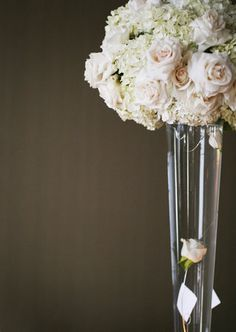 absolutely love this centerpiece arrangement .. white hydrangeas and pale pink roses (needs some darker colors)
