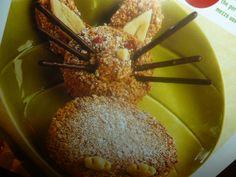 dosi per 8 persone ingredienti 200 g di pan di Spagna 120 g di nocciole in granella 100g di pasta pronta di mandorle biscottini al cioccolato e confettini
