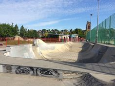 The Skateparks Project's guide to Cantelowes Skatepark includes park information, amenities and directions provided by local skaters. Skate Park, Photography Tutorials, Outdoor Furniture, Outdoor Decor, Exterior, Island, London, Skateboards, City