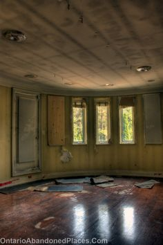 #abandoned #Ontario #OAP #decay #Ontario abandoned A former grow op house left in an almost perfect state.