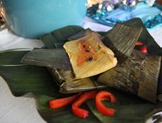 Guatemalan tamales are large packets of masa, tomato recado and meat wrapped in banana leaves. They are typical of a Guatemalan Christmas Guatemalan Tamales, Mexican Tamales, Guatemalan Recipes, Guatemalan Food, Tamale Recipe, Looks Yummy, Roasted Tomatoes, Recipe Using, Dips
