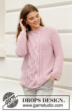 French Chic - Knitted sweater with moss stitch and large cable. The piece is worked in DROPS Air and DROPS Brushed Alpaca Silk. Sizes S – XXXL. - Free pattern by DROPS Design Ladies Cardigan Knitting Patterns, Jumper Knitting Pattern, Knitting Stiches, Cable Knitting, Easy Knitting, Knitting Patterns Free, Knit Patterns, Drops Patterns, Free Pattern