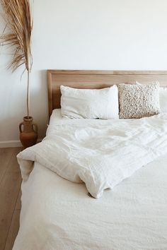 White Linen Bedding - White Linen Bedding A classic white in the beddroom can be anything but boring! (Photo credit: L E H A R V E S T). Invite calmness into your bedroom with linen bedding in white color > White Bedding, Linen Bedding, Bedding Sets, Bed Linens, White Linen Bed, Bedroom Cushions, Linen Bedroom, Style Deco, Home Decor Bedroom