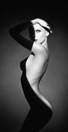 """damadelvientodeldesierto: """"  Con mis luces y mis sombras. Tan desnuda como visto. ©D """""""