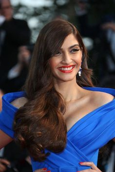 14 Times Our Desi Girls Slayed At The Cannes Film Festival- 14 Times Our Desi Girls Slayed At The Cannes Film Festival Sonam Kapoor at the premier of The Sea Of Trees. Bollywood Actress Hot Photos, Indian Bollywood Actress, Bollywood Girls, Beautiful Bollywood Actress, Most Beautiful Indian Actress, Bollywood Celebrities, Beautiful Actresses, Vintage Bollywood, Hot Actresses