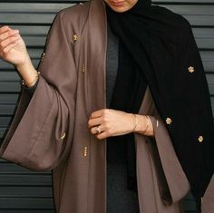 Abaya style inspiration // Brown and Black Tag someone who would love this look!
