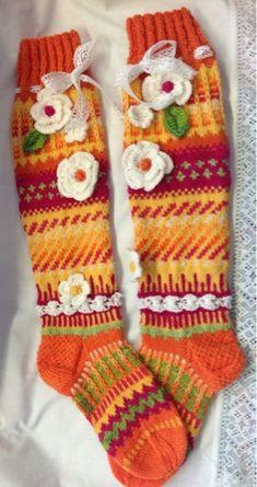 Knitting Stitches, Knitting Socks, Knitting Patterns, Funky Socks, Cute Socks, Crochet Socks, Knit Crochet, Loom Love, Warm Socks