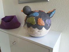 Raku gestookte vogel. Made with love by IngeBeeld, Inge Stekelenburg