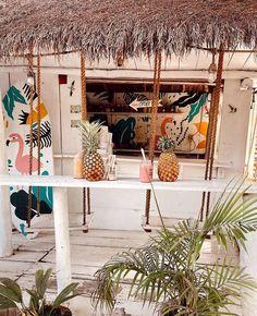 """Mundo Lolita no Instagram: """"esse é o @matchamamatulum 🍹💗🌴uma casinha que vende smoothies, matcha, bowls… mas a atração mesmo é o lugar e a decoração que são super…"""" Tulum, Matcha, Table Decorations, Furniture, Instagram, Home Decor, World, Places, Houses"""