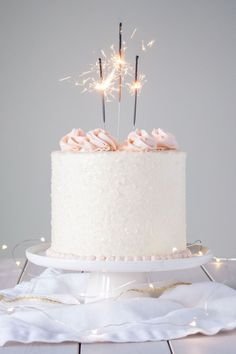 23 Incredibly Easy Ways To Decorate A Cake