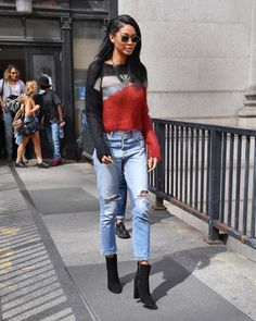 what-celebrities-are-wearing-instead-of-skinny-jeans-1965691-1478291815-600x0c