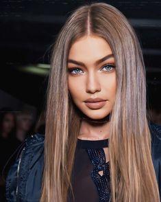 Bella Gigi Hadid, Gigi Hadid Style, Gigi Hadid Outfits, Brown Blonde Hair, Model Outfits, Hollywood Celebrities, Mannequins, Gorgeous Women, Beautiful