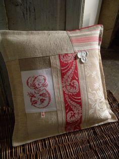 Ideas vintage quilting blocks for 2019 Small Pillows, Diy Pillows, Decorative Pillows, Cushions, Throw Pillows, Shabby Chic Pillows, Memory Pillows, Pillow Room, Pillows