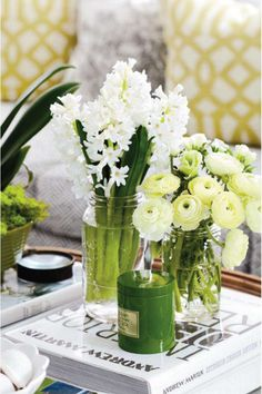 creme/white flowers coffee tables, white flowers, vintage weddings, centerpiec, color, old jars, fresh flowers, mason jars, style at home