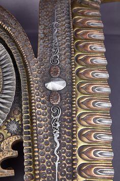 Giovanni Schoeman (1940-1980) - Skulptur  Messingrelief in Gestalt eines Fisches mit feinen Ziselierungen u. Auf. bzw. Einlagen aus Kupfer und Zinn. Mit Signatur. Besetzung mit verschiedenen Metallen in einer kalten Formung Technik, kalte Bronzeguss, die außerordentlich viel Zeit in Anspruch nimmt. Die Liebe zum Detail und Verarbeitung ist unvergleichlich!  ca. 51 x 32.5 cm