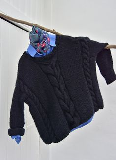 hand knitted oversized chucky soft black door Geeskenvormgeving