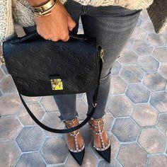 "329 Gostos, 2 Comentários - London Personal (@london.personal) no Instagram: ""Louis Vuitton Pochette Metis Bag + Valentino Shoes.…"""