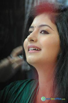 Actress Reshmi Pics, Latest Reshmi Images, Actress Reshmi Latest Photos, Pics by Gijju Indian Actress Hot Pics, Tamil Actress Photos, Indian Actresses, Beauty Full Girl, Beauty Women, Shreya Ghoshal Hot, Reshmi Menon, Cute Girl Face, Indian Beauty Saree