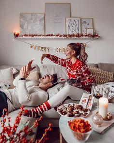 Essentially warm Christmas sweaters make you happier beautiful Christmas sweater… - christmas dekoration Christmas Date, Christmas Couple, Christmas Mood, Christmas And New Year, Couple Christmas Pictures, Beautiful Christmas Pictures, Xmas Pictures, Christmas Sayings, Funny Christmas