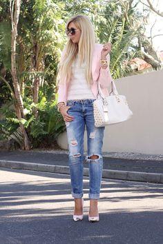 Pale pink blazer, white texted top, medium distressed denim jeans, white bag and… Look Fashion, Daily Fashion, Fashion Pants, Womens Fashion, Fashion Beauty, Distressed Denim Jeans, Ripped Jeans, Spring Summer Fashion, Autumn Fashion
