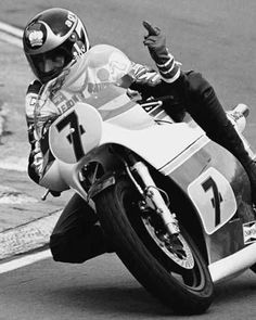 """Barry Sheene giving the international symbol for """"I have a tiny prick! Motorcycle Racers, Racing Motorcycles, Motorcycle Humor, Motorcycle Posters, Motorcycle Style, Custom Motorcycles, Valentino Rossi, Grand Prix, Gp Moto"""