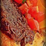 Pan de orégano +parmesano con punta trasera, picadillo criollo y queso fundido tipo americano...en este momento