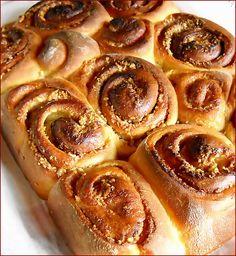 De Craciun , sau Sfintele Pasti aceste minunatii pufoase nu lipsesc de la masa noastra niciodata . I Love Food, Good Food, Best Sweets, Romanian Food, Fun Drinks, Cinnamon Rolls, Apple Pie, Bakery, Cooking Recipes
