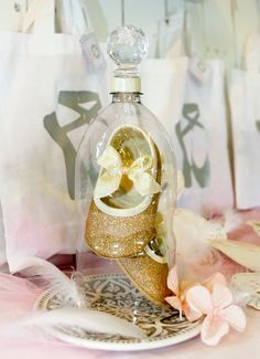 There's something about a cloche that is oh so elegant. This plastic bottle version is child-friendly, quick and costs next to nothing. Ballerina Room, Ballerina Birthday, Ballerina Project, Lake Cake, Lake Party, 1st Birthday Party For Girls, Baby Girl Baptism, Baby Shower, Swan Lake
