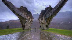 2014年に最も人気のあった「Bing」のホームページ画像 第二次世界大戦の記念碑、Sutjeska国立公園、ボスニア·ヘルツェゴビナ(©ブレンダン·バンサン/タンデムスティルス&モーション)