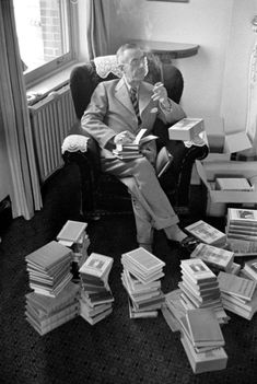 Thomas Mann reading (Photo: William Vandivert—Time & Life Pictures/Getty Images)