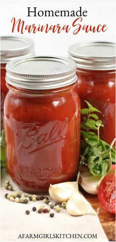 Homemade marinara sauce is made with a few simple pantry ingredients. This marinara sauce for canning is made with diced onion, garlic, tomato puree, and spices. #marinarasauce #homecanning #pastasauce #spaghettisauce #tomatosauce #recipe Homemade Spaghetti Sauce, Homemade Sauce, Homemade Pasta, Spaghetti Sauce For Canning, Homemade Ketchup, Homemade Lasagna, Canning Vegetables, Canning Tomatoes, Canning Salsa