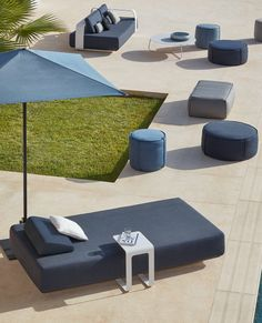 Kumo lounger Collection and Touch pouf Collection by Manutti. Outdoor Pool Furniture, Outdoor Rooms, Outdoor Decor, Garden Loungers, Outdoor Loungers, Outdoor Life, Outdoor Living, Patio Kitchen, Street Furniture