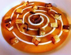 Crema vellutata di zucca con panna allo zenzero e crostini al rosmarino - Pumpkin soup with ginger cream #halloween