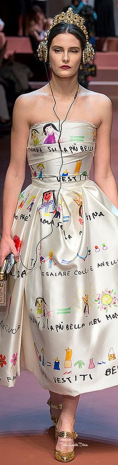 Dolce & Gabbana Fall 2015 Ready-to-Wear Fashion Show Fashion Details, Look Fashion, Fashion Art, Runway Fashion, High Fashion, Fashion Show, Womens Fashion, Fashion Design, Milan Fashion
