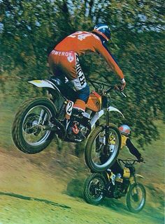 Clasp Garage: Jim Pomeroy and Bultaco. Looks like the downhill at SaddleBack. Motocross Racer, Motocross Bikes, Vintage Motocross, Suzuki Motocross, Mx Bikes, Road Bikes, Dirt Bike Racing, Motorcycle Suit, Motorcycle Racers