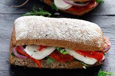 Σάντουιτς με σαλάμι, μοτσαρέλα και πιπεριές Φλωρίνης - Συνταγές | γαστρονόμος Food To Go, Food And Drink, Cookbook Recipes, Cooking Recipes, Gyro Pita, Bread Art, Sandwiches, Toast, Tortillas