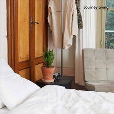 ab CHF 29.90 | Your journey starts at home! Die Bettwäsche wird nachhaltig und fair in einem Familienunternehmen in der Nähe von Guimaraes, Portugal hergestellt. Journey Living ist aus hochwertiger Bio-Baumwolle. Die Satinwebung gibt eine wunderbar weiche Oberfläche mit einem leichten Glanz. Aus der Jahreskollektion 2020. Oeko-Tex® Standard. Eine dezente und neutrale Bettwäsche für Mann und Frau. Journey Live, Uni, Armoire, Portugal, Furniture, Home Decor, Neutral Bed Linen, Satin Bedding, Sparkle