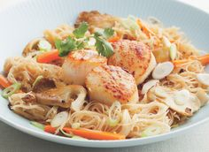 Stir Fry rice noodles with seared #scallop: http://www.floridaseafood.com/atlantic-sea-scallops-starting-with-2-lbs/