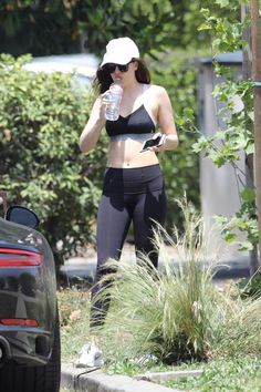 Dakota leaving the gym and going out to Bottle Coffee with Blake in LA (May Dakota Johnson Hair, Dakota Johnson Style, Dakota Mayi Johnson, Running Motivation, Fitness Motivation, Fitness Fashion, Going Out, Sporty, Actresses