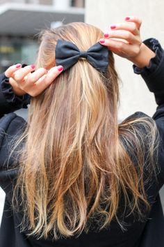 Hair Bow | Caramel Hair | Brown Hair | Messy Hair | Beach Waves
