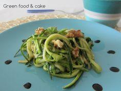 Tagliatelle di zucchine con noci e basilico http://blog.giallozafferano.it/greenfoodandcake/tagliatelle-di-zucchine-con-noci-e-basilico/